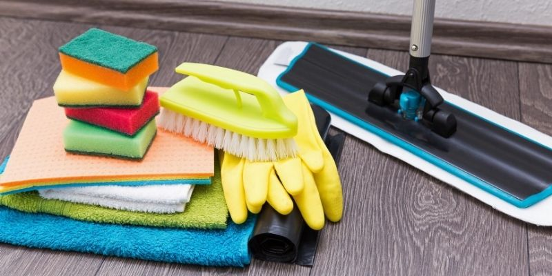 Cleaning tools for laminate floors