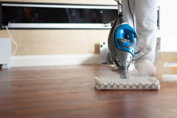 Cleaning laminated floor with steam mop